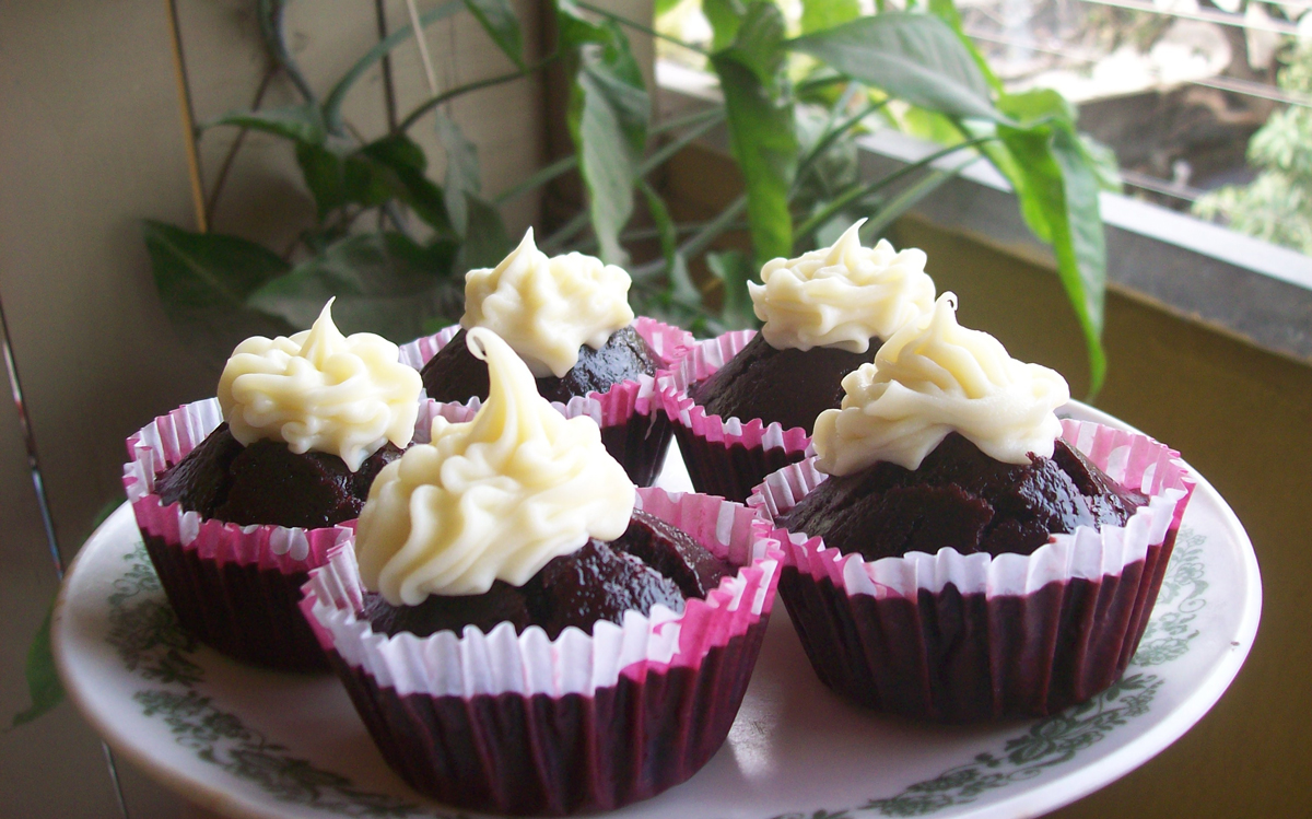 Red velvet cupcakes with white chocolate ganache