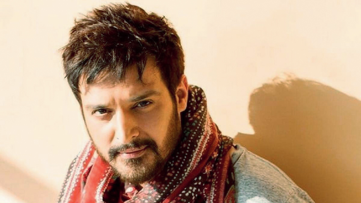 One can talk about lovely memories like, 'I had such a great time shooting for Yahaan or Munna Bhai', but those are memories now.... I can't be living my life thinking about those things. I have moved on and I want to keep moving on: Jimmy Shergill
