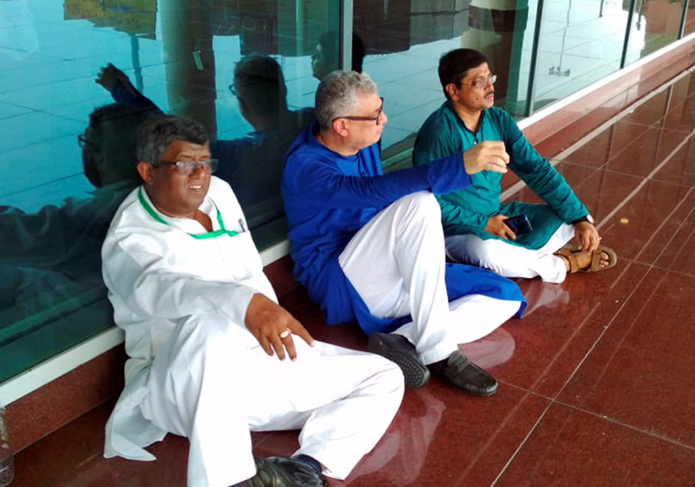 The Derek O'Brien-led Trinamul delegation during a sit-in at the Varanasi airport on Saturday