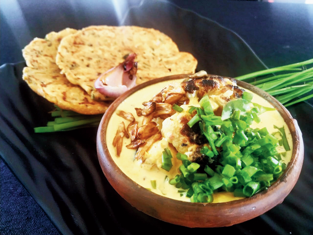 Cauliflower and Green Onion Moilee with koki bread