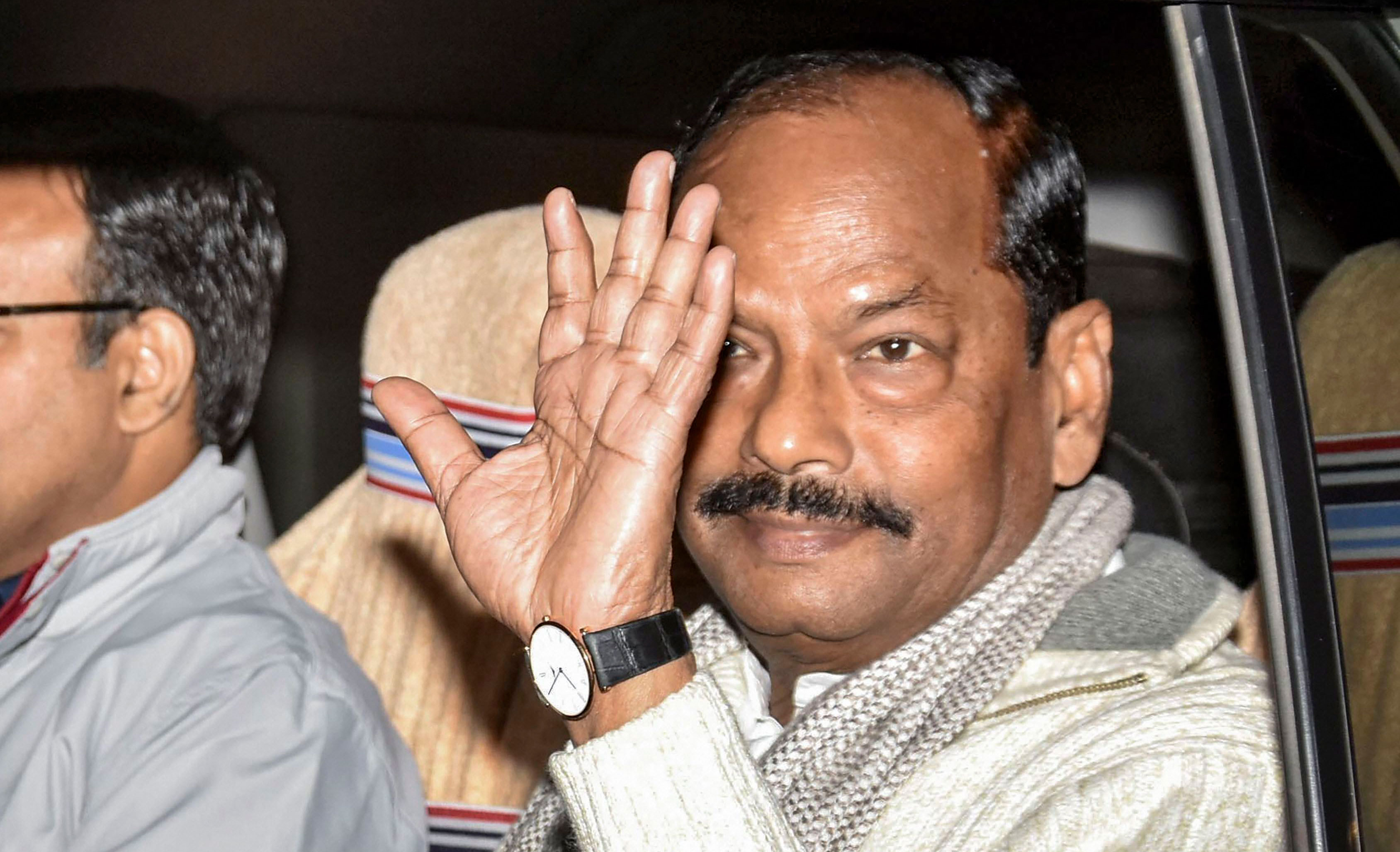 Raghubar Das after tendering his resignation to Jharkhand governor Droupadi Murmu in Ranchi on Monday.