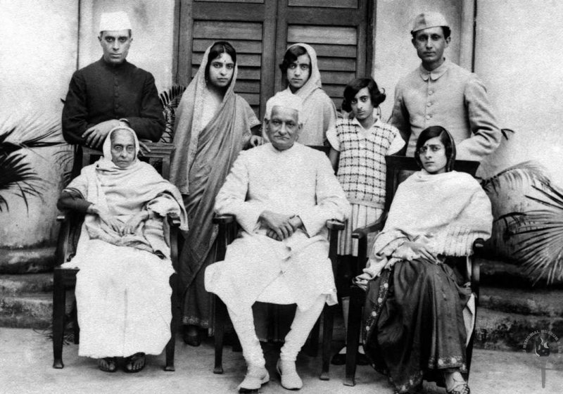 A Family group, from left seated: Swarup Rani Nehru, Motilal Nehru, Kamala Nehru. Standing: Jawaharlal Nehru, Vijaya Lakshmi Pandit, Krishna Kumari (Krishna Hutheesingh), Indira and R.S. Pandit (1927)