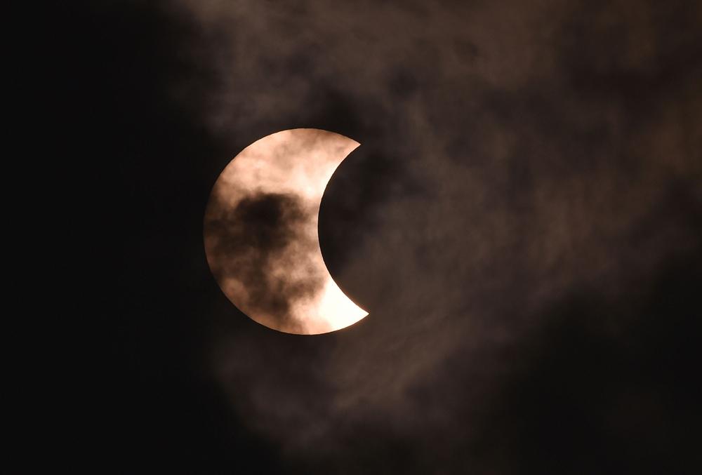 The annular solar eclipse seen over the sky of Calcutta on December 26
