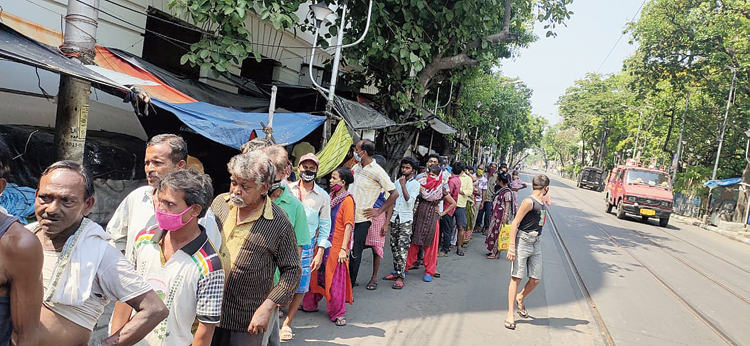 The queue for food packets in front of Calcutta University gate on Saturday