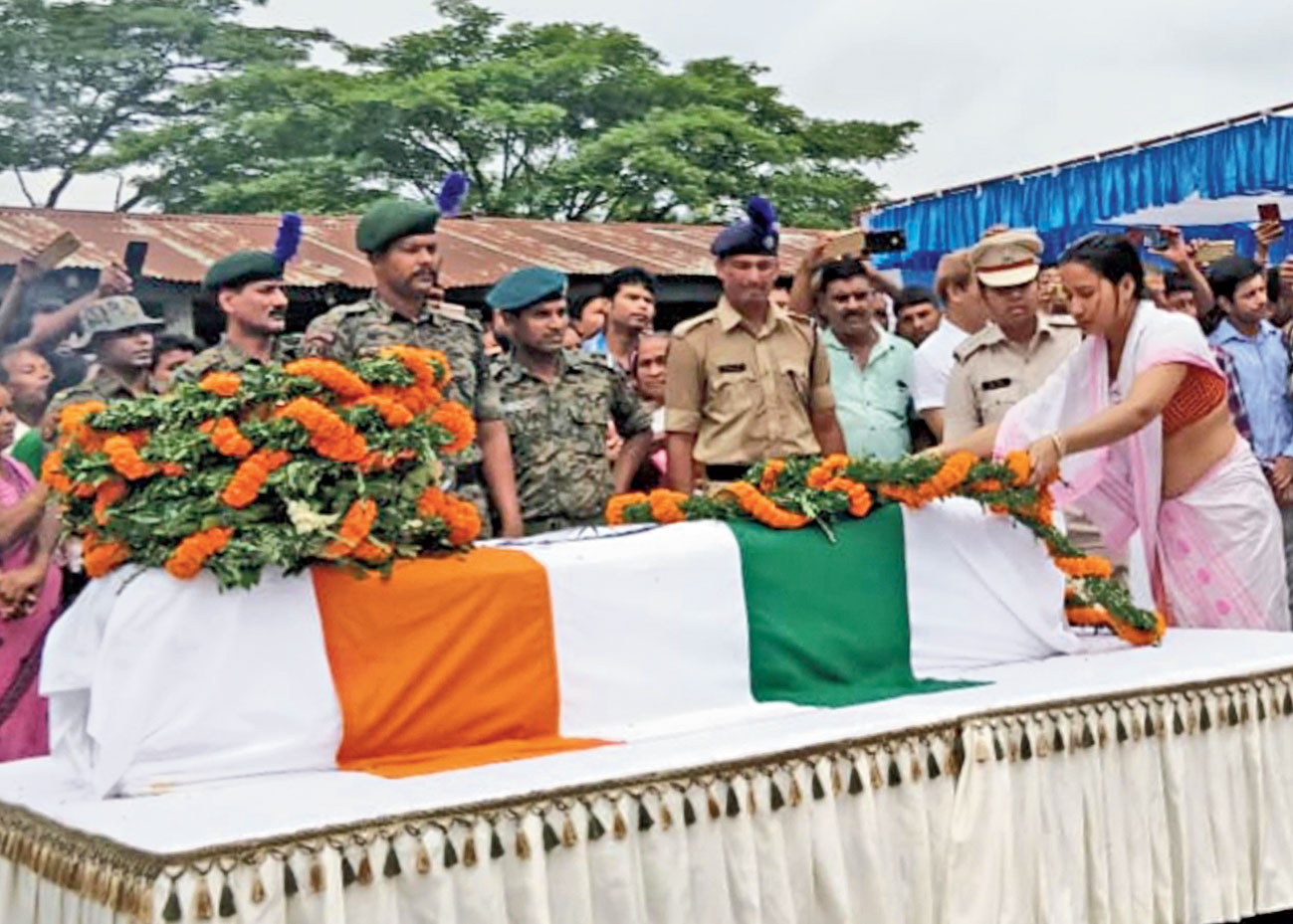 The slain jawan's wife pays tribute