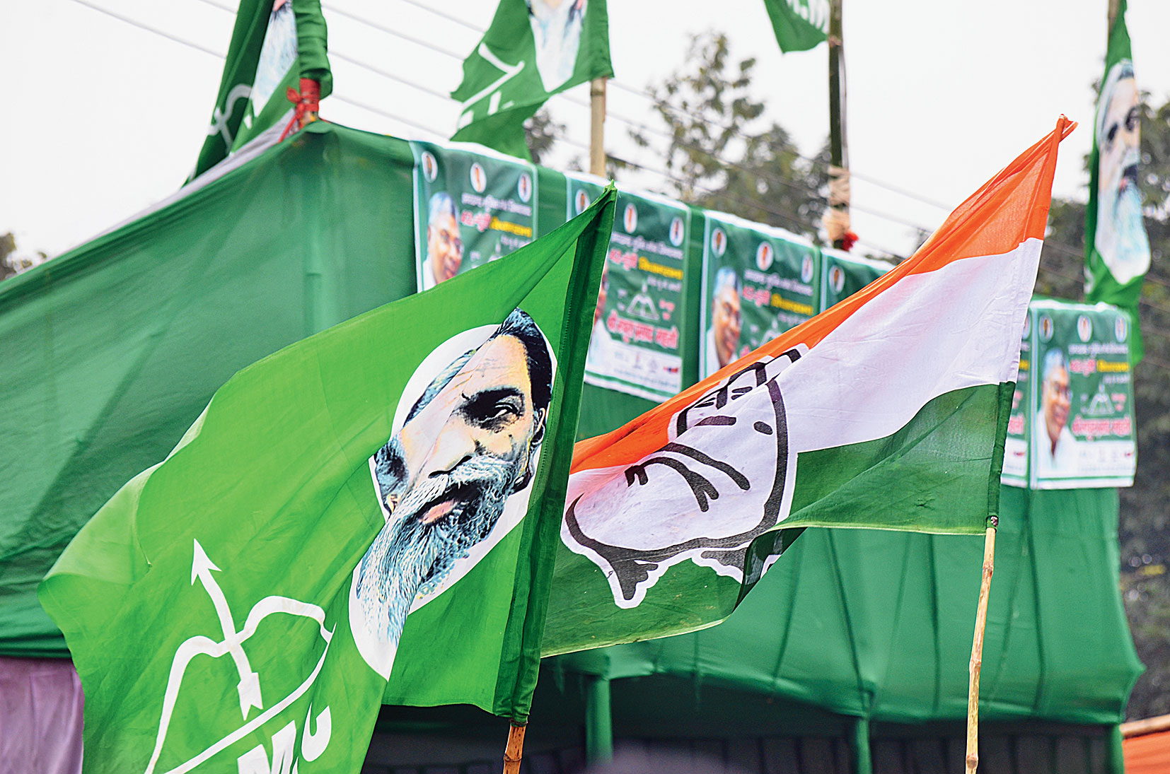 JMM and Congress flags fly high at the Bazar Samiti counting centre in Dhanbad.