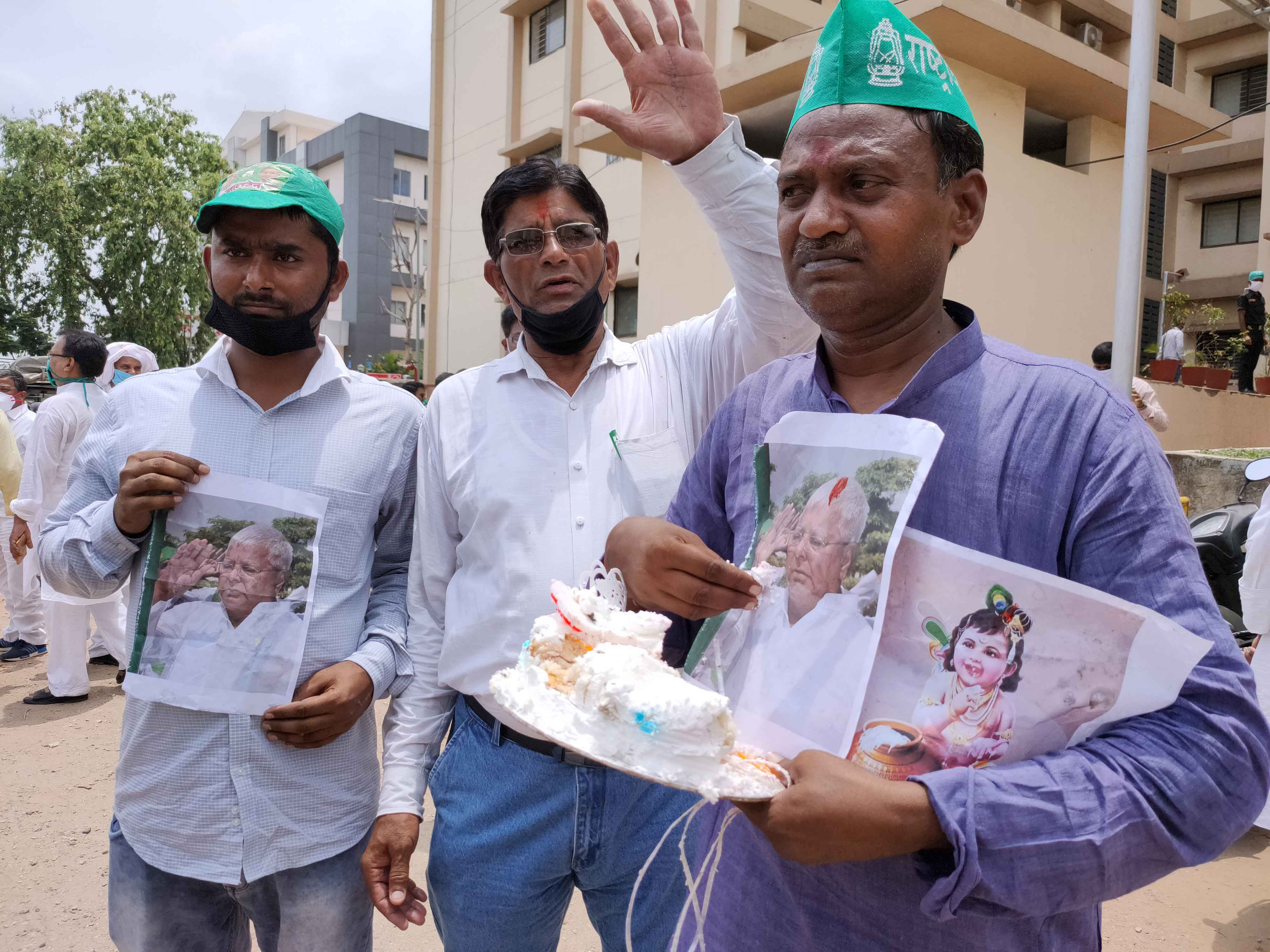 RJD party workers celebrating Lalu Prasad's 73rd birthday at RIMS in Ranchi on Thursday