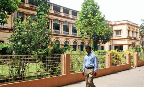 Harass slur on Jadavpur University professor