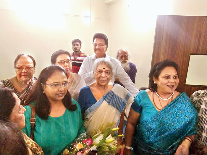 Nirmala Banerjee (second from right), mother of Abhijit Vinayak Banerjee, at a felicitation ceremony organised by the residents of Saptaparni on Tuesday