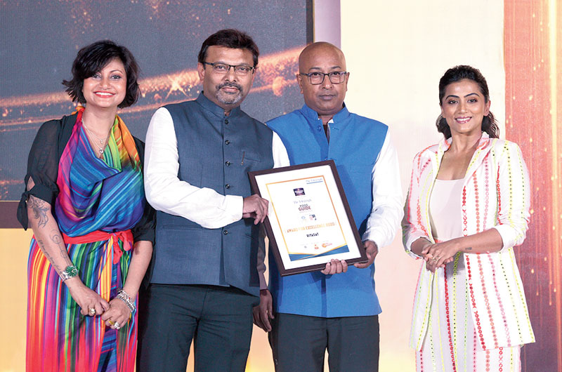 The new kid on the block from the house of Speciality Restaurants, Riyasat receives their Award for Excellence from Pinky Kenworthy (left) and Anindita Bose