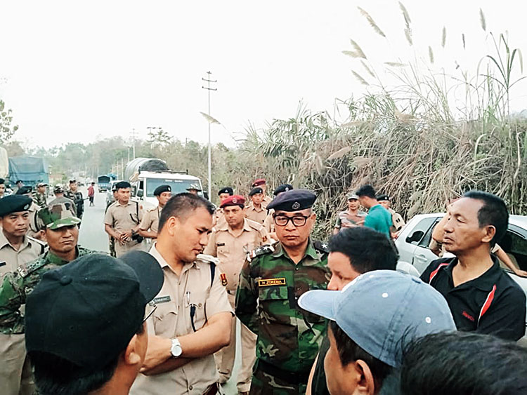 MZP members hold a discussion with police in Zophai.