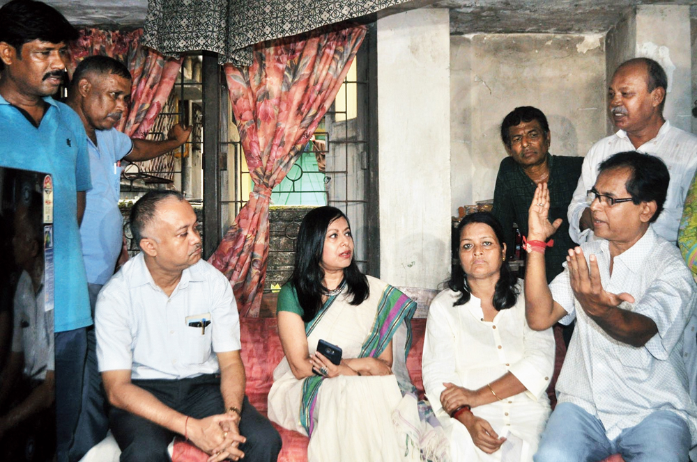 (From left) Satyaki Nath, principal chief operations manager, Metro Railway; Indrani Banerjee, spokesperson for Metro; Sharmishtha Mukherjee, wife of Sajal Kumar Kanjilal's cousin; and Subrata Das, Kanjilal's brother-in-law; at the Kasba house where the victim stayed