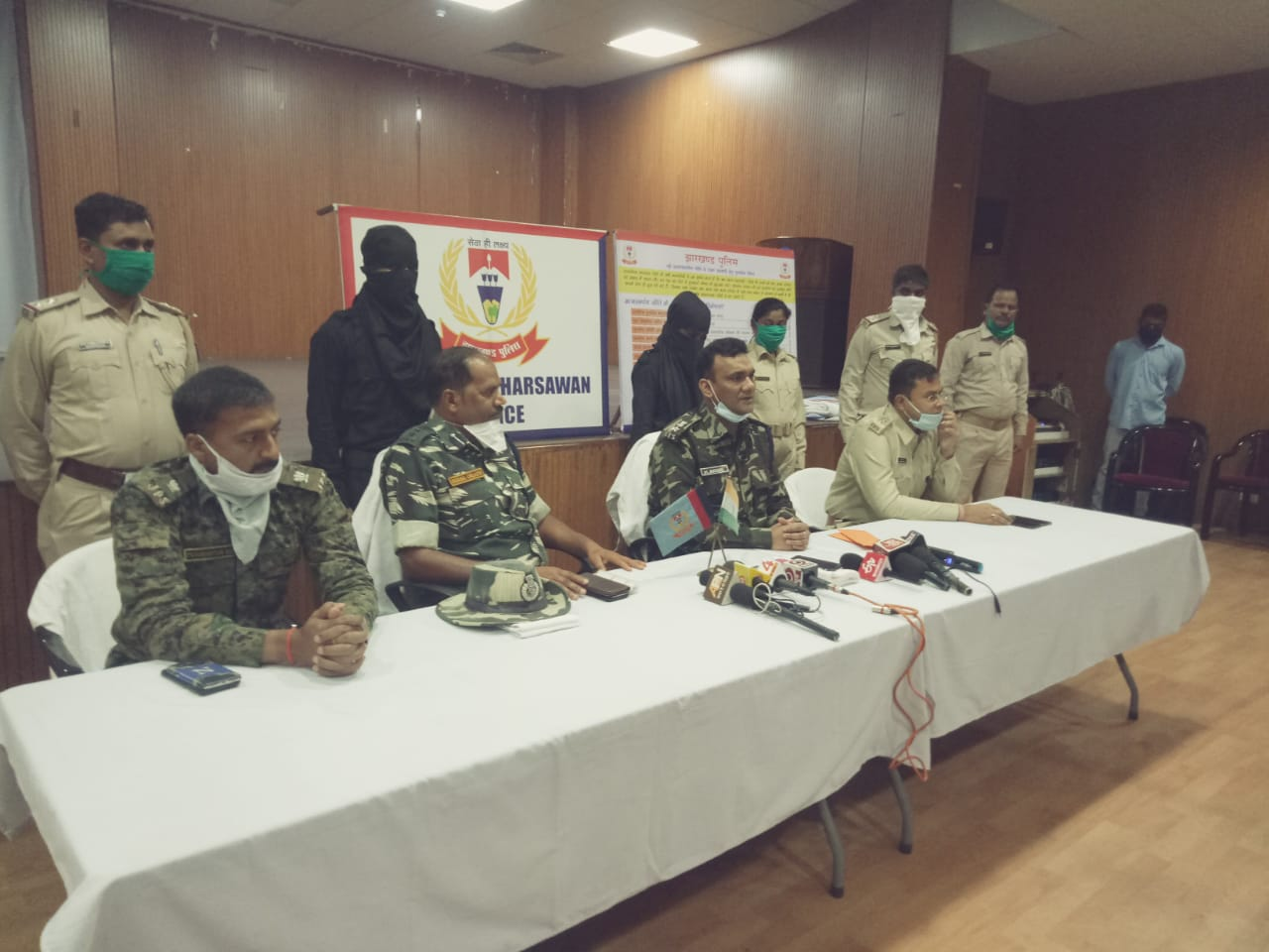 Seraikela-Kharsawan superintendent of police Mohammed Arshi (sitting, second from right) with the two surrendered rebels at Adityapur on Thursday.