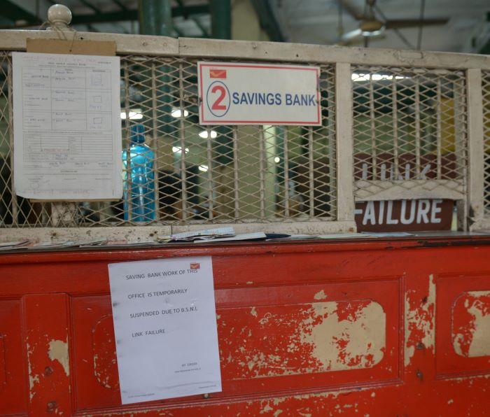A notice of Internet link failure at the post office