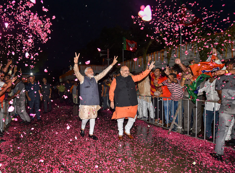 Amit Shah and Narendra Modi after the victory in New Delhi.