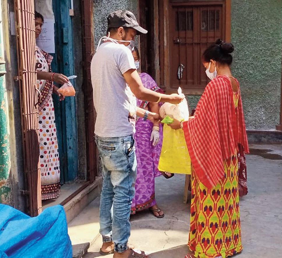 Ration being distributed in Sonagachhi by Durbar Mahila Samanwaya Committee