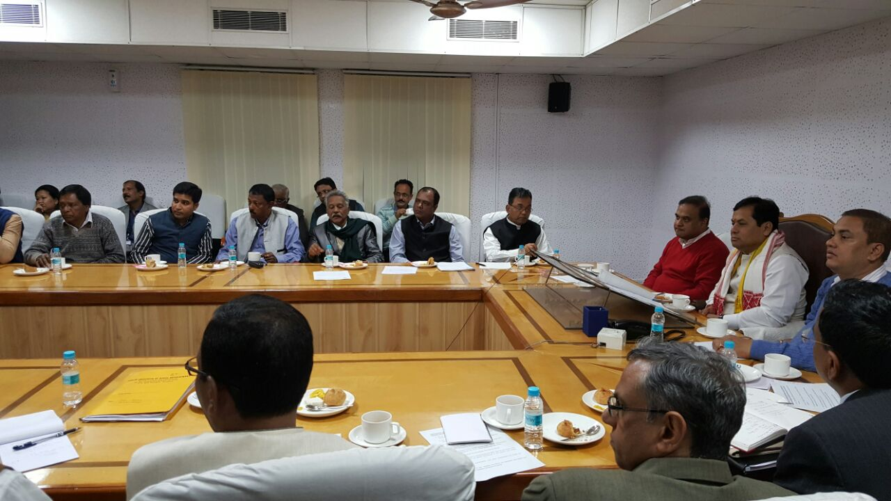 A file photo of Assam chief minister Sarbananda Sonowal with representatives of the Assam Chah Mazdoor Sangha