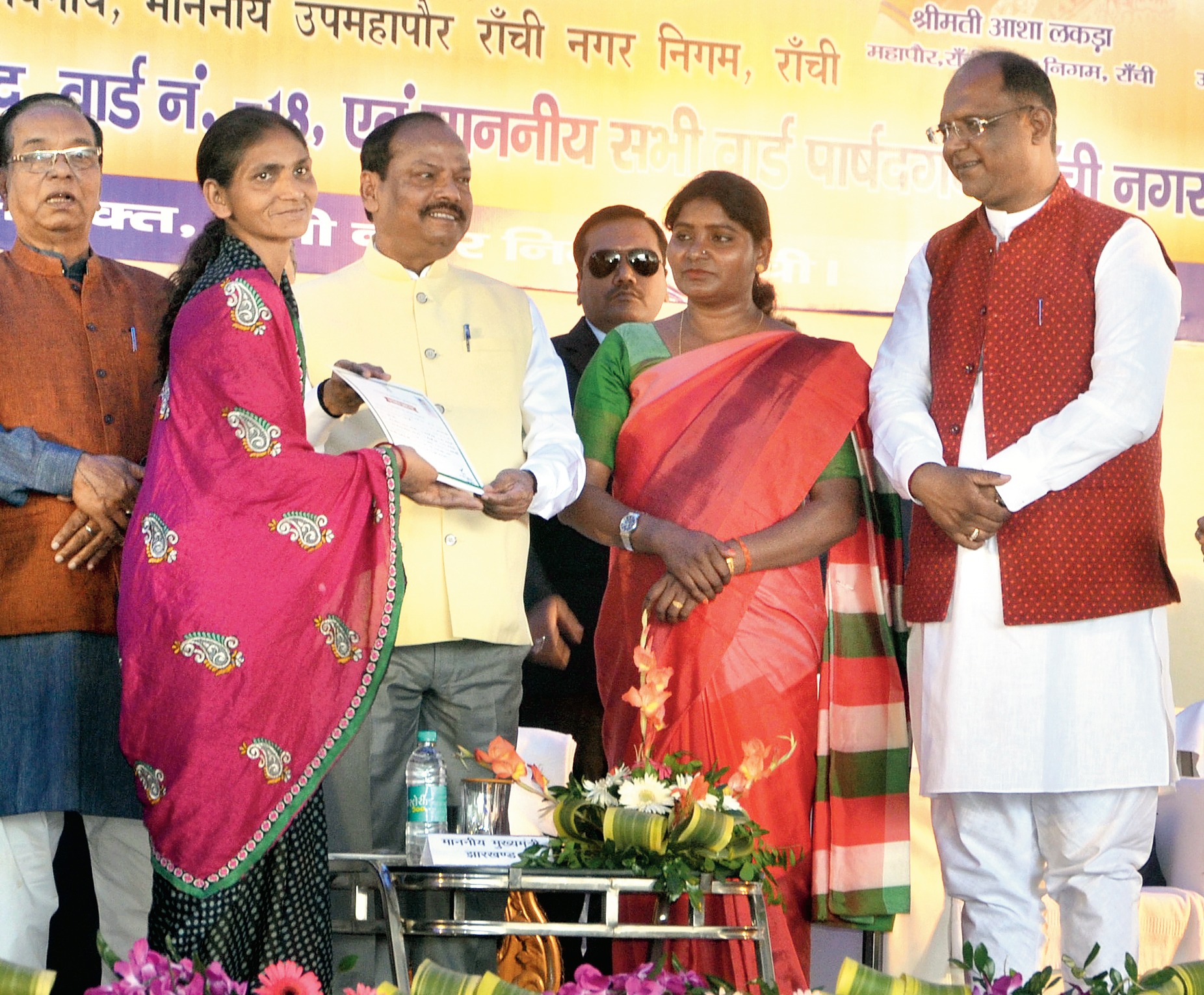 Shop till you drop: Chief minister Raghubar Das distributes allotment certificates to vendors after inaugurating the vendor market on Jaipal Singh Stadium premises in Ranchi on Friday. Ranchi MP Ram Tahal Choudhary, mayor Asha Lakra and her deputy Sanjeev Vijayvargia were also present.