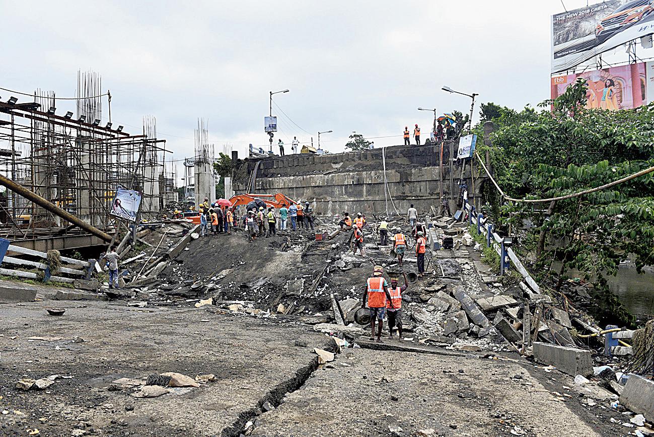 The collapsed Majerhat bridge
