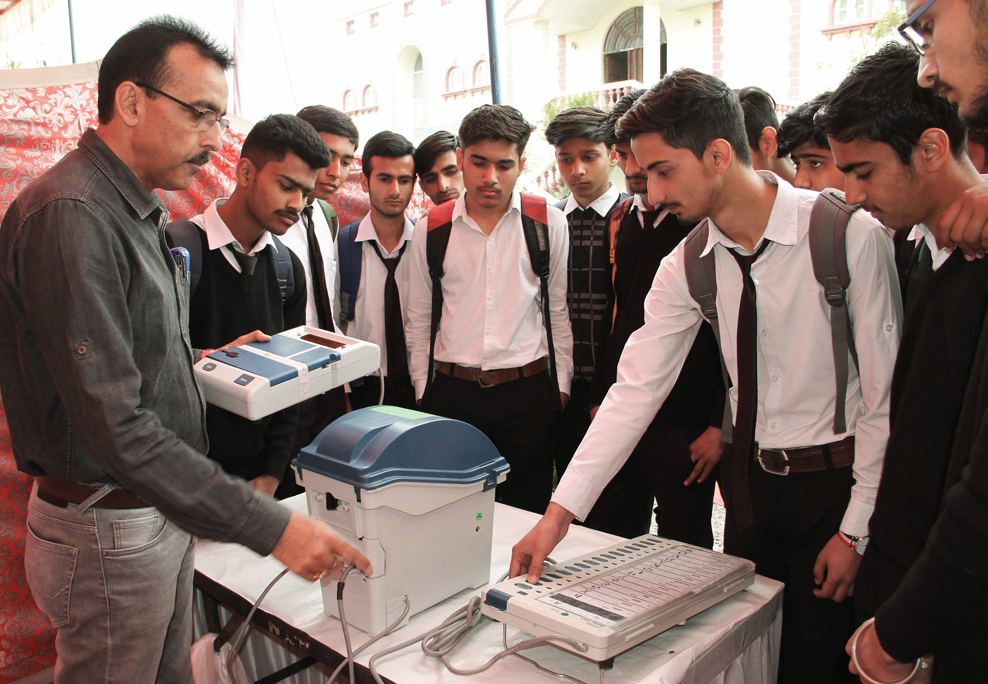 Supreme Court asks EC to file reply on increasing VVPAT sample survey per Assembly segment