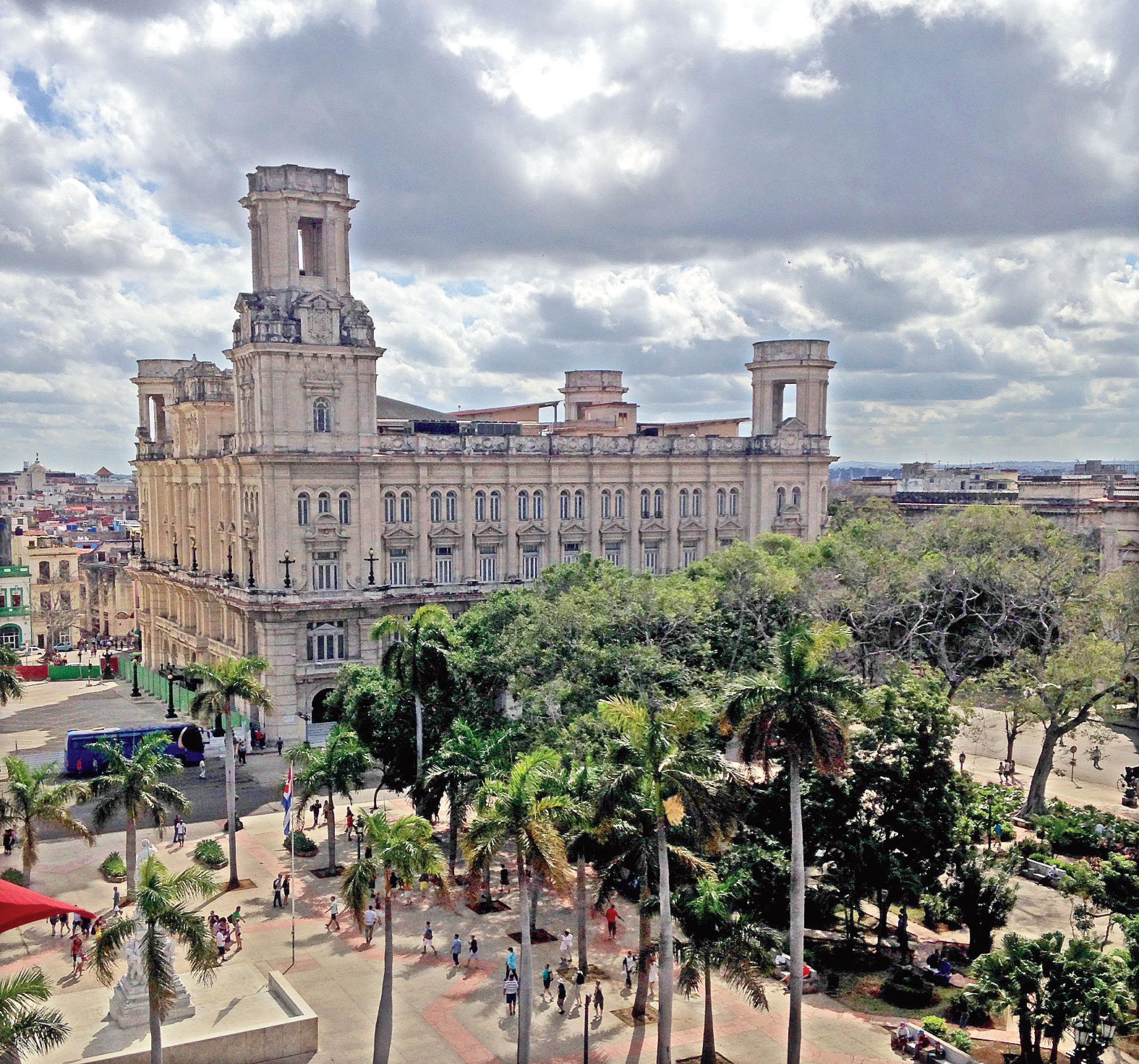 Havana rolls with architecture, artistes, vintage cars