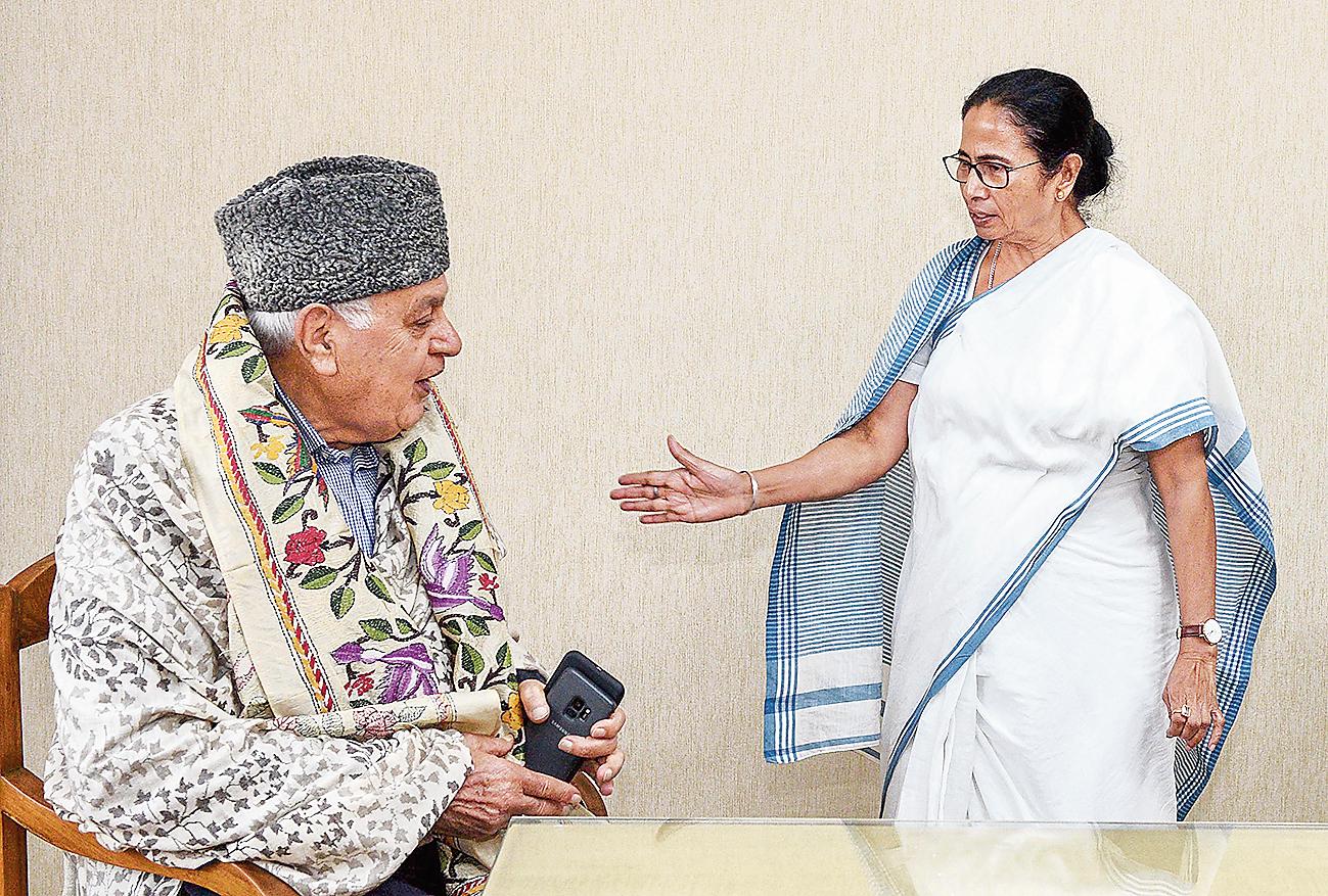 Farooq Abdullah with Mamata Banerjee in Calcutta on Friday
