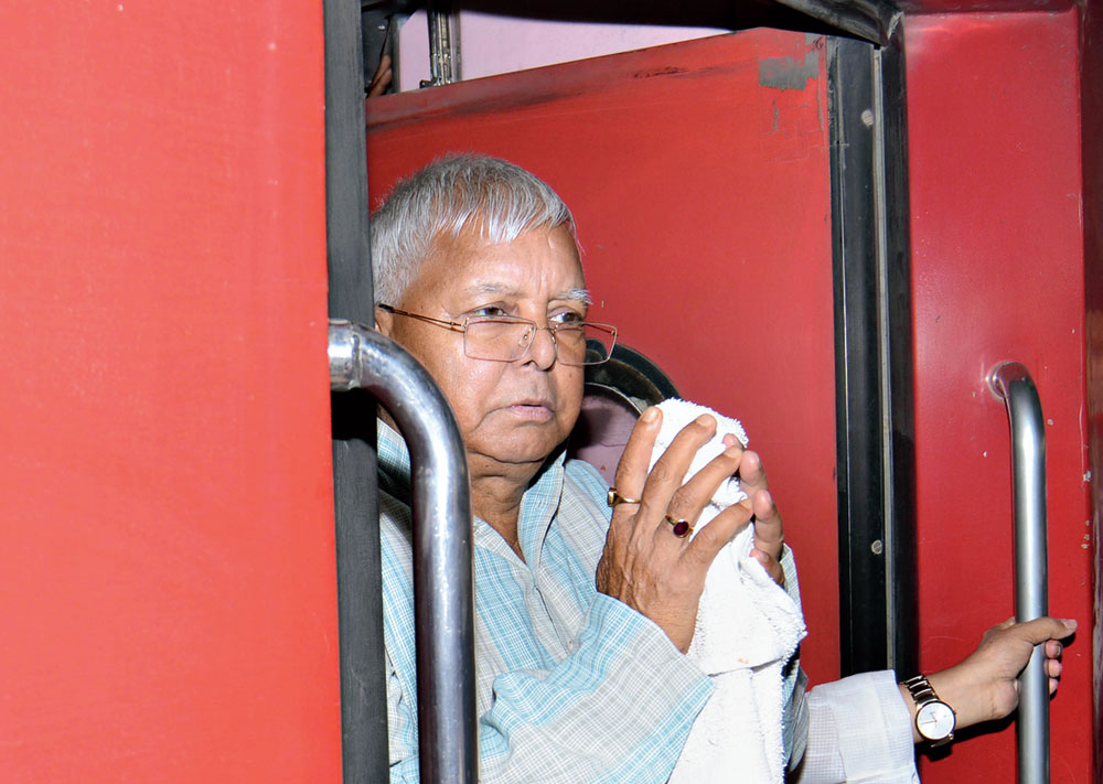 Lalu Prasad arriving in New Delhi for treatment at AIIMS