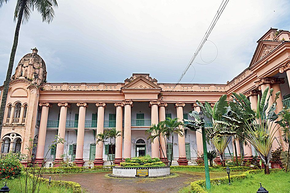Unlike Gaine Garden, Gaine Rajbari was meant to serve as residential quarters and is located inside Dhanyakuria village