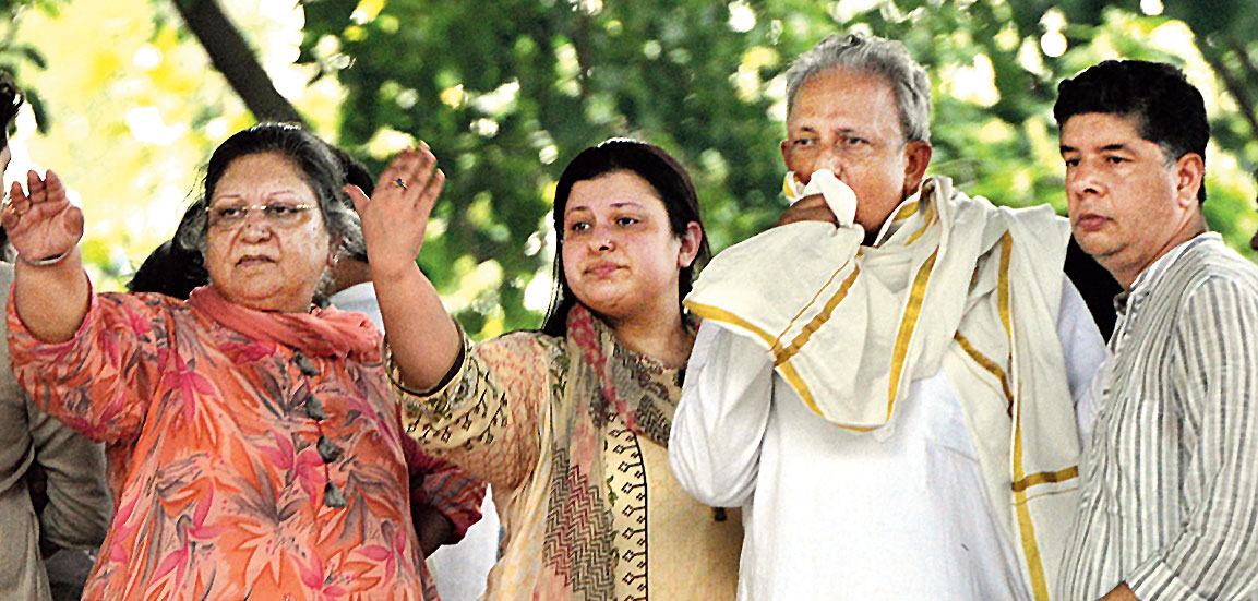 Jaitley's wife Sangeeta and daughter Sonali at the cremation in Nigam Bodh Ghat on Sunday.