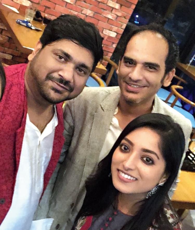 Souvik Guha with 'Buro Sadhu' cast members Ritwick Chakraborty and Ishaa Saha