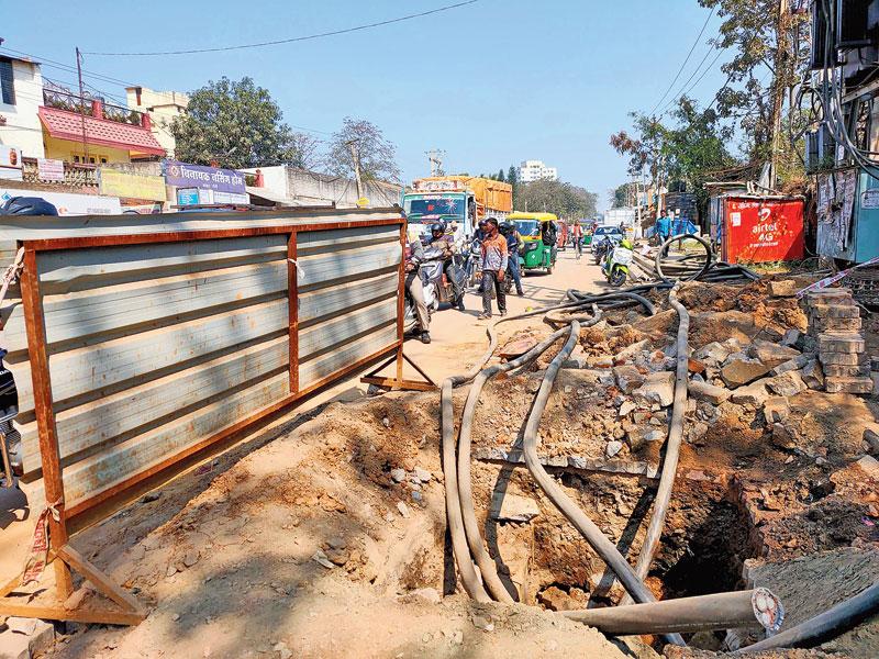 The pothole dug up by JBVNL near Hanuman Dharam Kanta in Kokar, Ranchi.