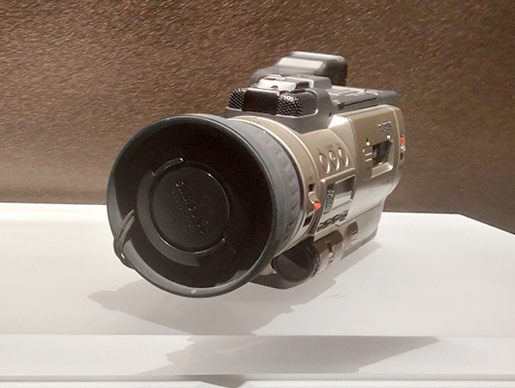 The SV-D100 (1997) is the first digital video camcoder in Korea