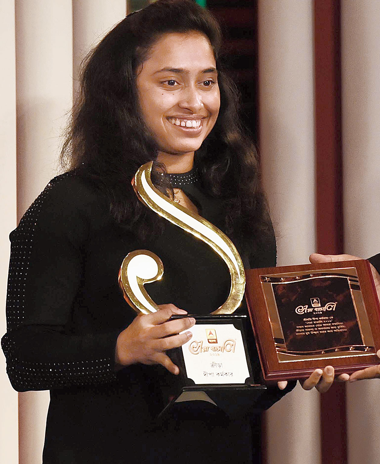 Gymnast Dipa Karmakar with the Sera Bangali (sports) award at the ABP Ananda Sera Bangali 2019, partnered by The Telegraph, in Calcutta on Saturday.