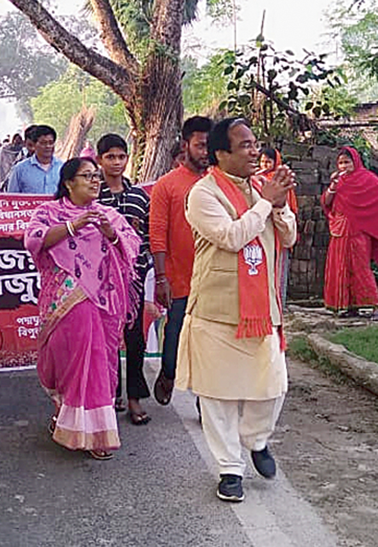 BJP candidate Jay Prakash Majumdar (right) during the campaign in Karimpur