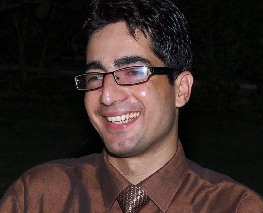 IAS officer Shah Faesal quits, citing intolerance