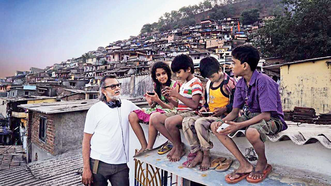 Rakeysh Omprakash Mehra on the sets of Mere Pyare Prime Minister
