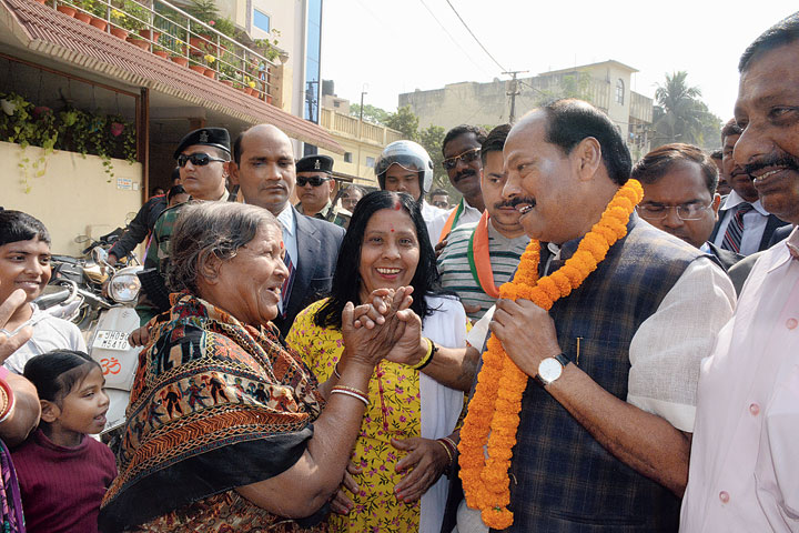 Staying in touch: Chief minister Raghubar Das meets voters at Bhalubasa in Jamshedpur on Friday