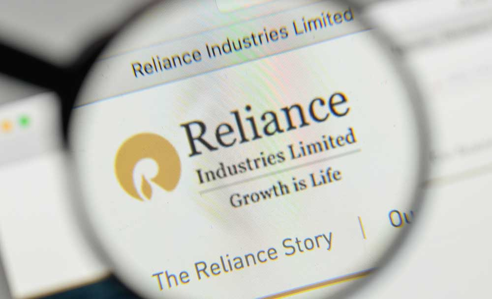 In addition, the two oil giants will look to strengthen their existing relationship by supporting future collaboration in petrochemicals, a late evening statement from RIL said.