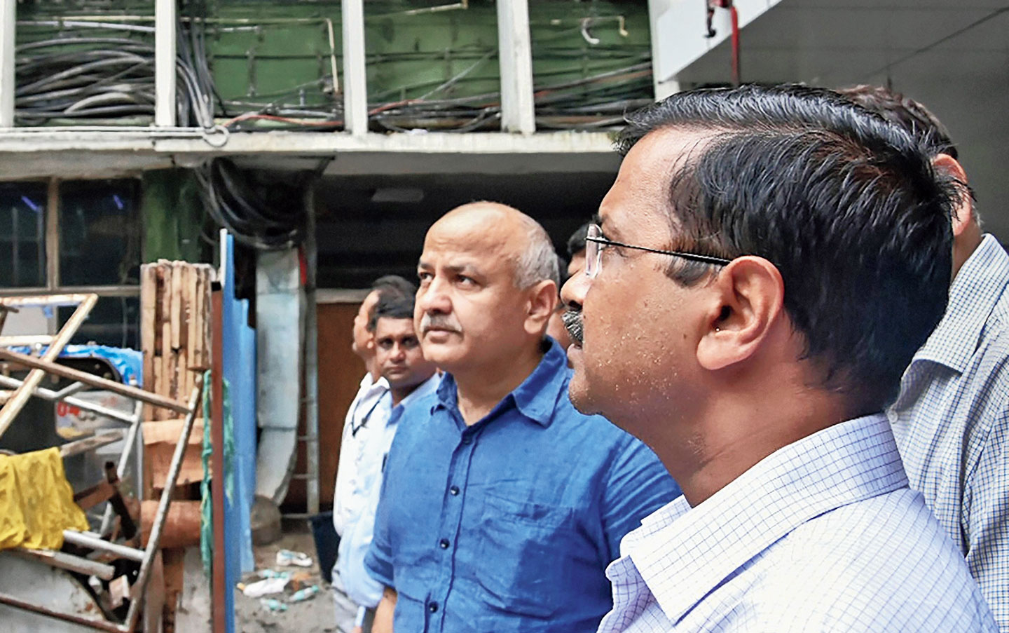 Delhi chief minister Arvind Kejriwal and his deputy, Manish Sisodia, visit the AIIMS on Sunday.