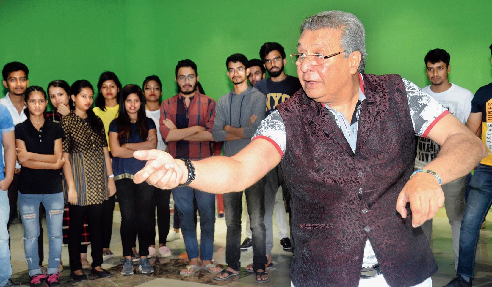 Abhijit Lahiri conducts the workshop.