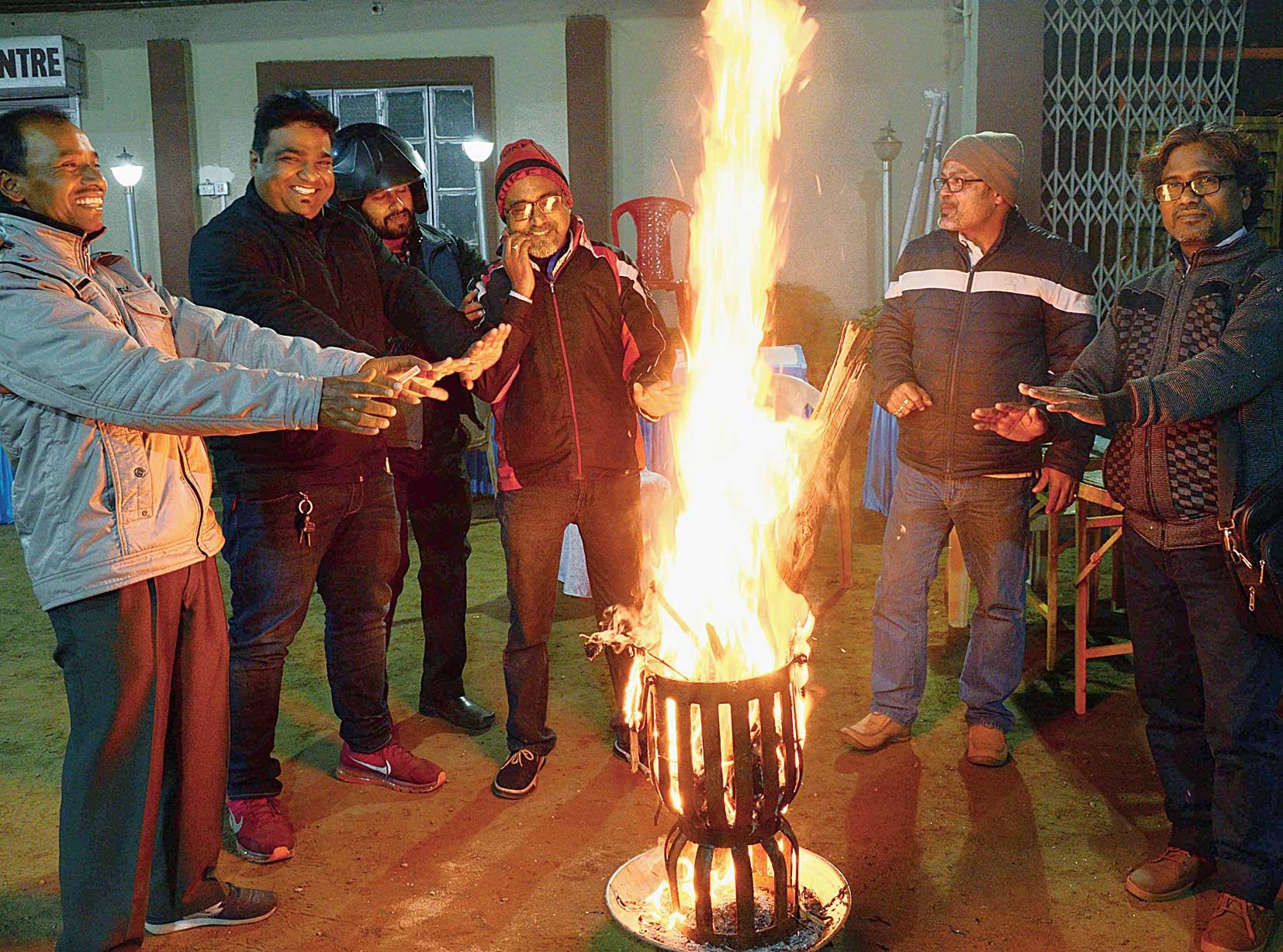 A bonfire keeps Ranchi warm