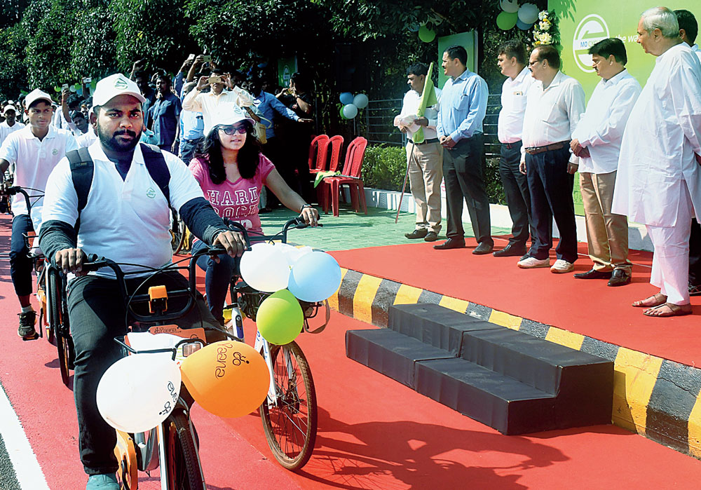 Chief minister Naveen Patnaik flags off the Mo Cycle scheme in Bhubaneswar on Monday.