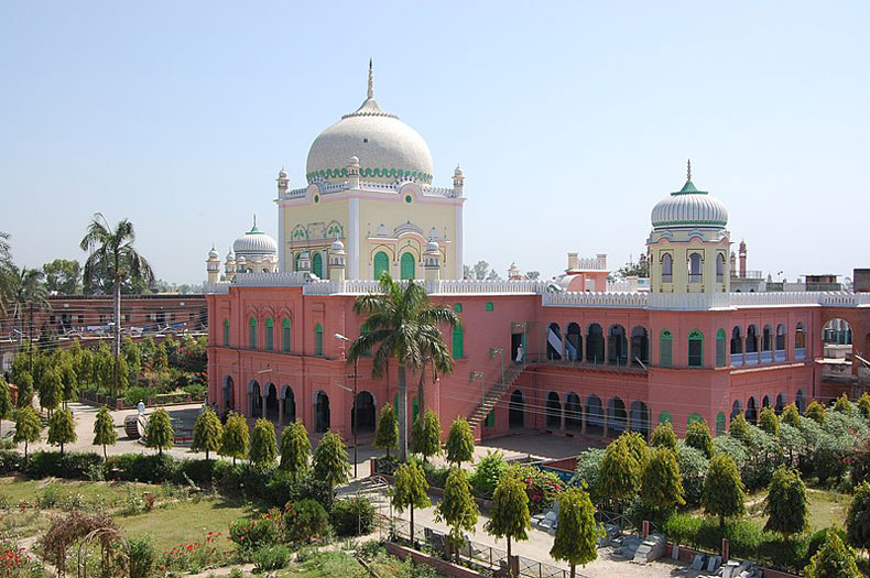 The Urdu advisory has been put up on the Darul Uloom Deoband seminary campus.