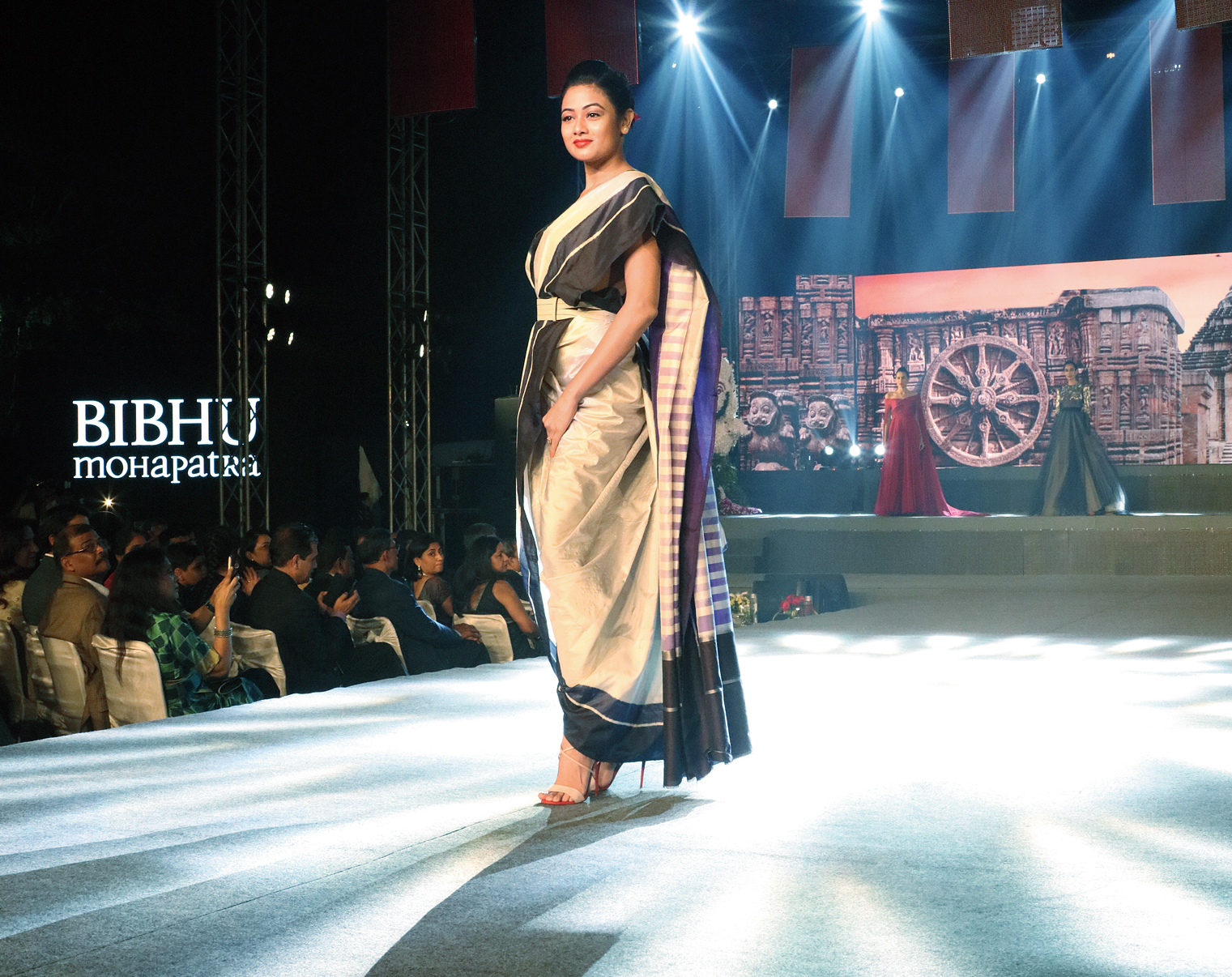 The show also featured saris in Odia weaves, one of them flaunted by Odia actress Archita Sahu