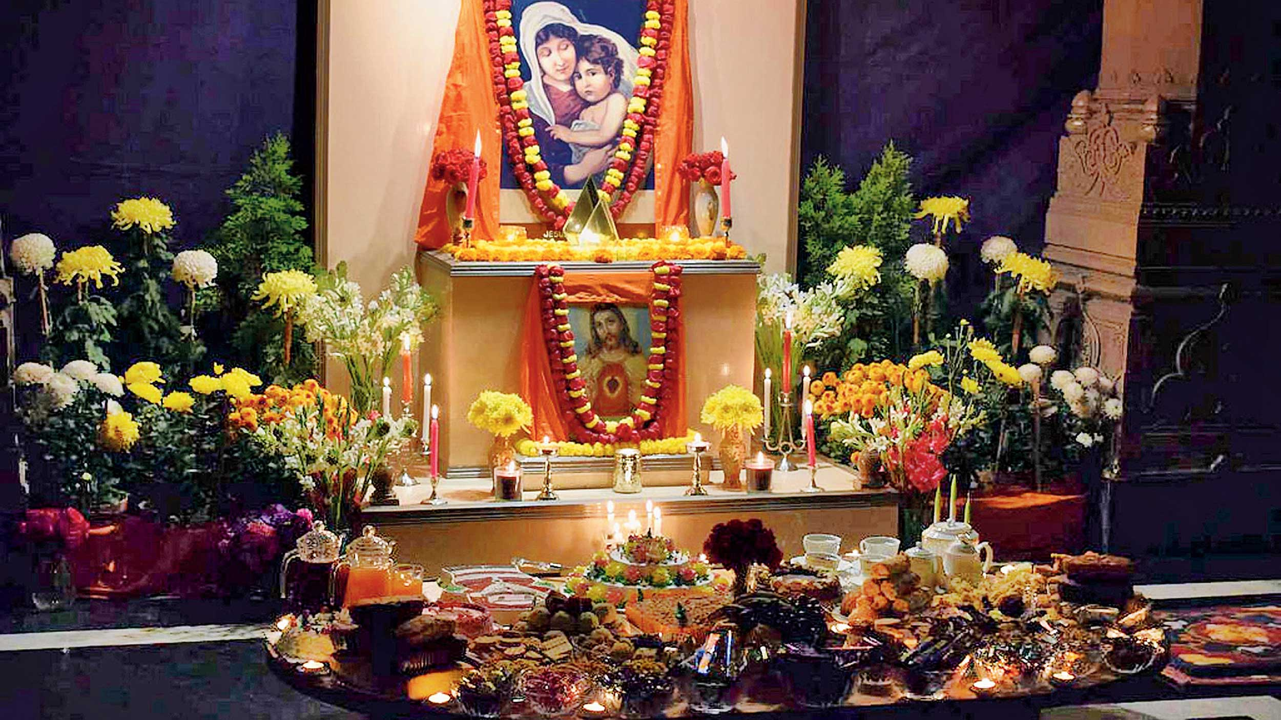 On Christmas Eve, 2017, like every year, a pedestal was adorned with pictures of Jesus and Mother Mary at Belur Math, an enactment of the spirit of Vivekananda.