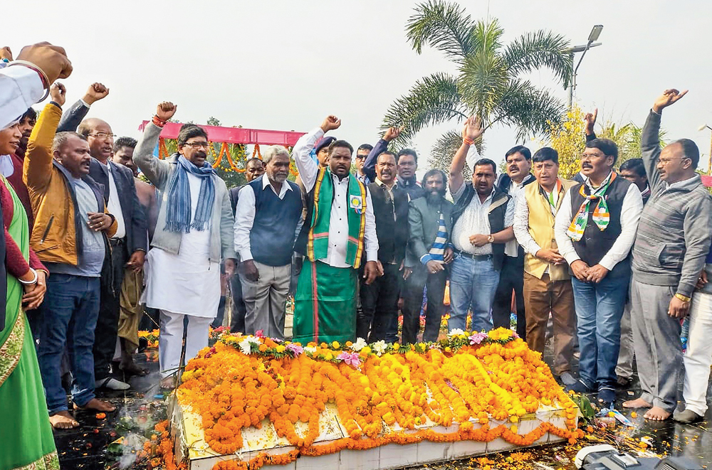 Chief minister Hemant Soren pays homage to activists who died during the Jharkhand movement, at Shaheed Park, the martyrs' monument in Kharsawan, on Wednesday.