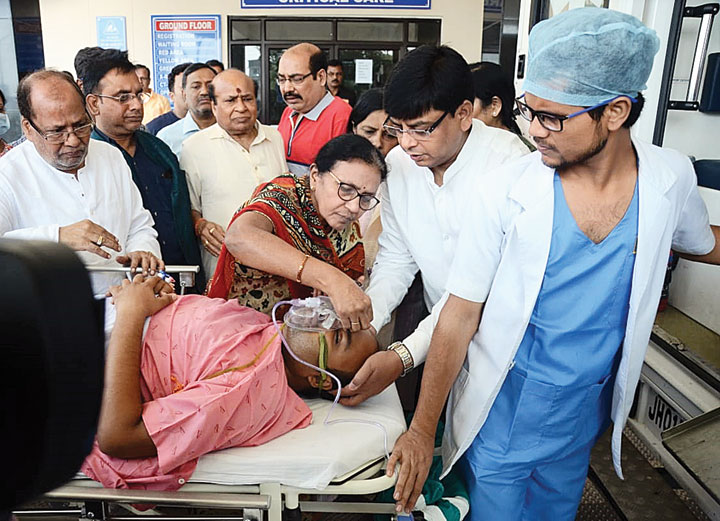 Rahul Kheriwal's mother applies a tika on her son's forehead at RIMS in Ranchi on Wednesday before his flight to Delhi for better treatment