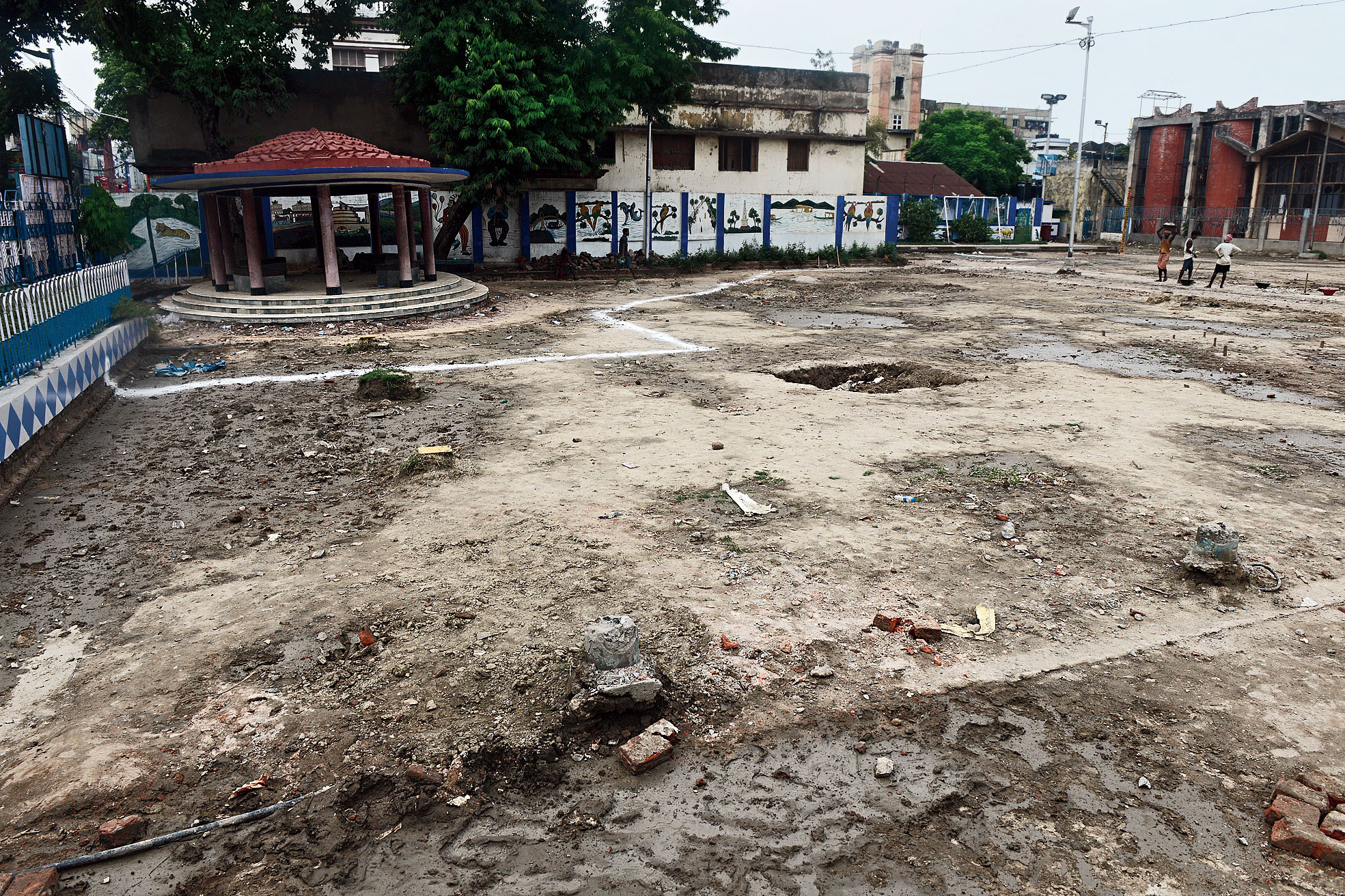 Durga Puja at Mohammad Ali Park is likely to be confined to the part of the ground that lies beyond the white line. That portion of the park does not have the crumbling reservoir under it